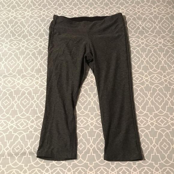 08518b191c92f New Balance Pants | Womens Medium Grey Workout Capris | Poshmark